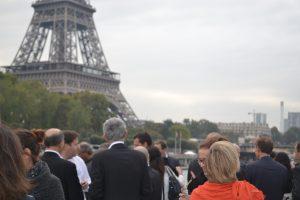 Vue sur Paris depuis le pont du yacht